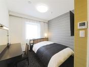 広さ11平米/ベッド幅140cm長さ195cm