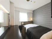 広さ12平米/ベッド幅140cm長さ195cm