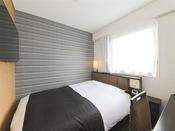 広さ13平米/ベッド幅140cm長さ195cm