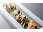 和食にフレンチのテイストをバランス良く織り込んだ目にも楽しい会席料理を≪料理イメージ≫