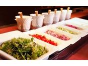 地元野菜たっぷりのサラダは自分で自由に作れる楽しい&ヘルシーメニュー≪朝食バイキングイメージ≫
