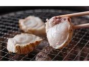 香ばしい薫りが食欲をそそる焼きふぐは素材本来の奥深い味わいをさらに引き出します≪料理イメージ≫