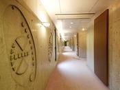 コンクリート打ちっぱなしの内装の中にも、デザインアートが施されています。