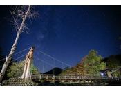 夜の河童橋と満点の星空
