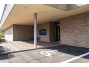 駐車場(予約制) ※車椅子スペース完備 ※最大収容台数8台