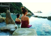 【混浴露天風呂「浜千鳥の湯」】白浜で唯一の混浴露天風呂です。