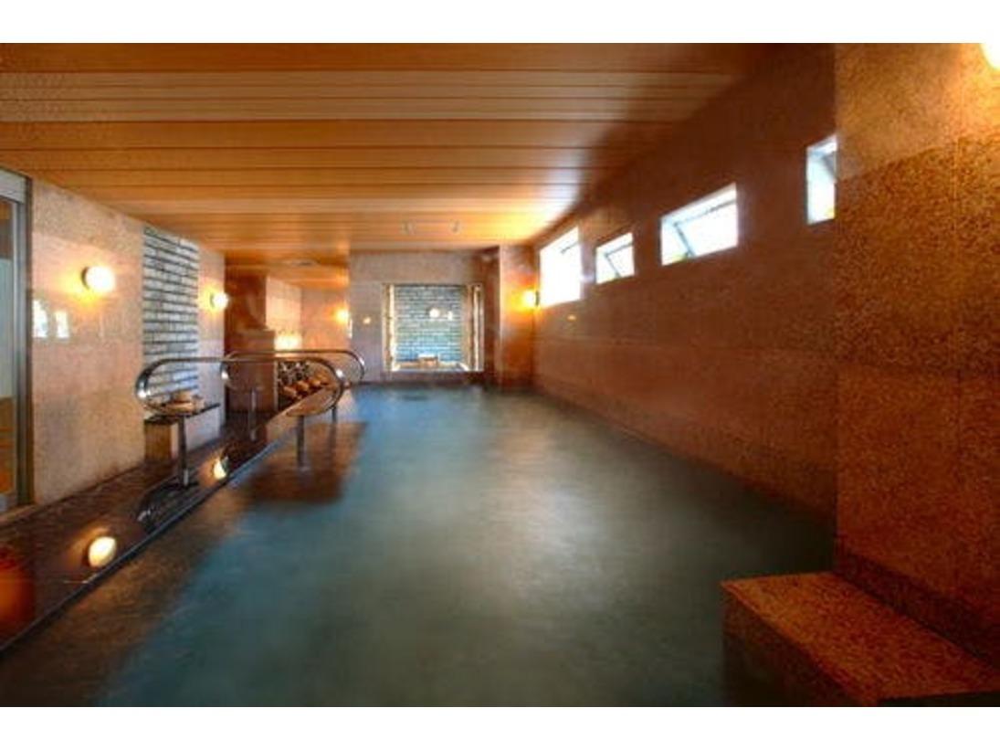 大浴場・本館「日蓮の湯」石造り