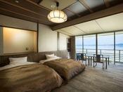 【白鵬4階】海側に面した和モダンツイン客室。「和モダン」の名の通り、和の趣を残したお部屋で、ゆったりとおくつろぎいただけます。Sealy社製ツインベッド/禁煙フロア/テレビ/個別空調/冷蔵庫