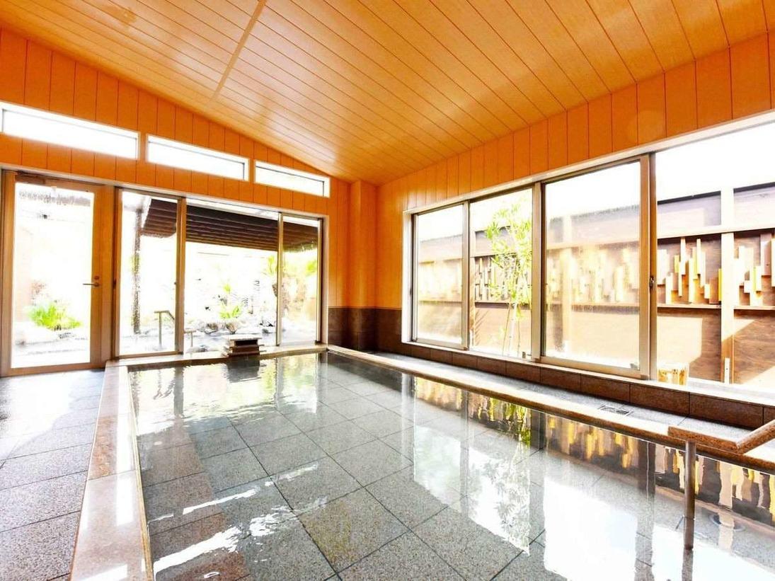 大浴場は日差しが差し込み、早朝より清々しくご利用頂けます。