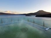 空中露天風呂「天女の湯」/移り変わる空を眺めながら、のんびりお愉しみください