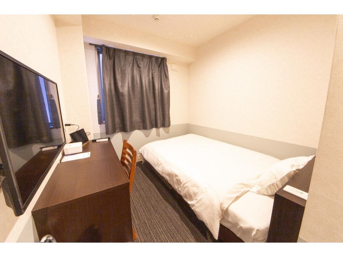 セミダブルベッド1台のお部屋です。全室ユニットバスです。
