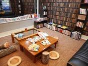 館内には絵本や漫画、小説を取り揃えたブックコーナーもございます。