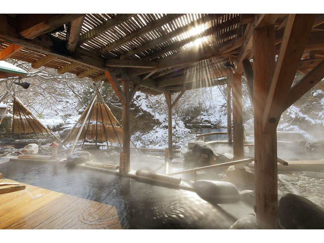 雪見風呂を愉しむ冬の広瀬川源流露天風呂