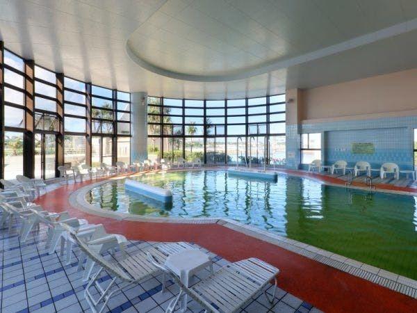 ロワジールホテル那覇2階 屋内プール