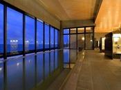 ◆浴場◆変なホテル初の天然温泉です。温泉からも海をご覧いただけます♪