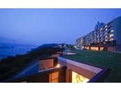 鳴門海峡を一望する岬の丘の上にある【ホテルニューアワジ プラザ淡路島】