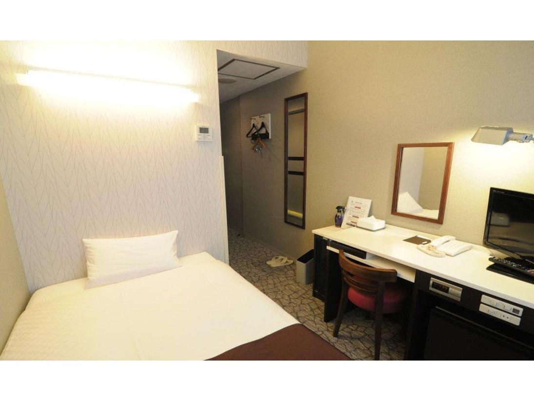 スタンダードシングル10平米ベッド幅110cm機能的なお部屋です。