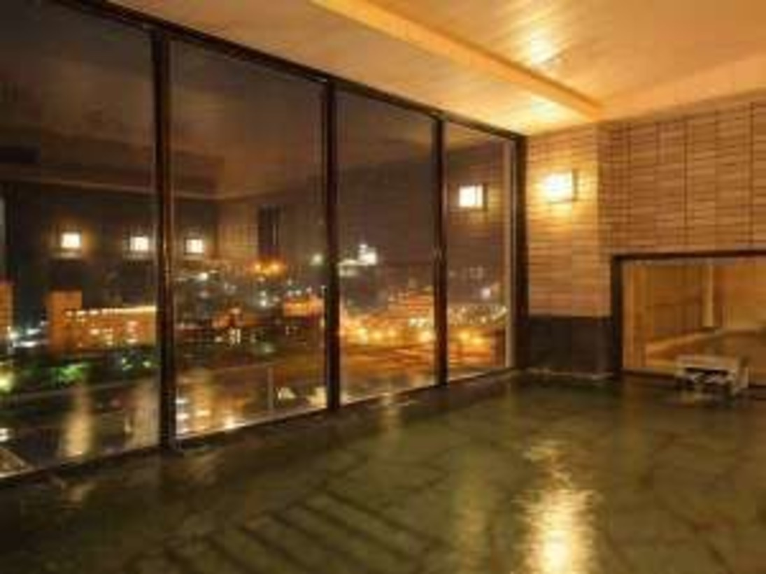 眺望絶佳の展望大浴場から下呂温泉街の夜景が望めます