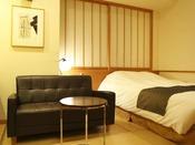 【新館:水花の庄】18平米セミダブルルーム。1人旅やカップルにおすすめのコンパクトな客室。