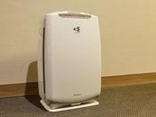 【客室備品:空気清浄機】全室に空気清浄器(加湿機能付き)を完備