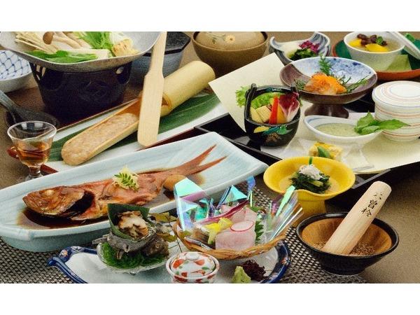 金目鯛が1匹付いた会席料理です。
