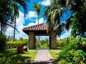 トロピカルガーデン内にある東屋。緑に囲まれ、自然のパワーに癒されます。