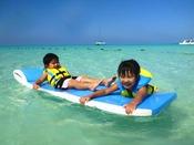 【ウキウキマット】澄み切った海の上をぷ~かぷか浮いているだけで心も身体も癒されます