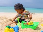 【お砂場セット】パウダーサンドの白い砂浜で遊んじゃおう!ビーチハウスにて無料にて貸出しております。※宿泊者限定