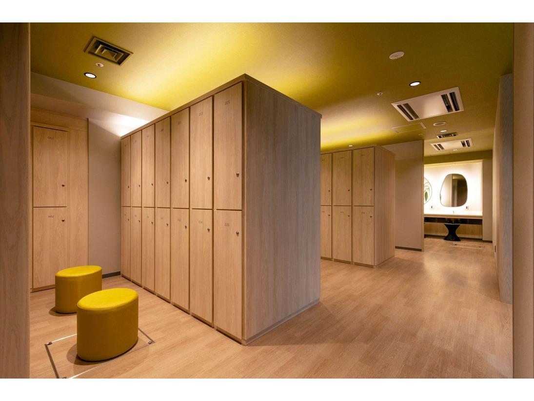 ■大浴場・ロッカー■明るく清潔感溢れるロッカールーム。