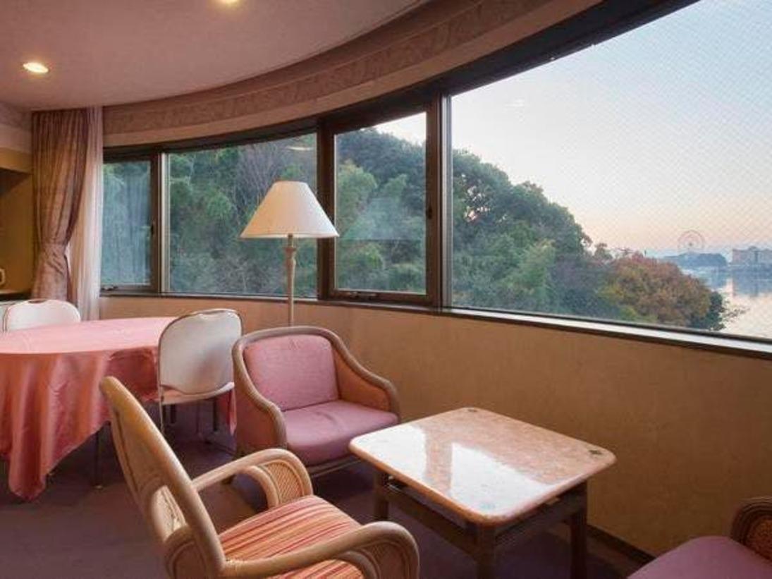 広々としたパノラマ洋室(【湖側】の景色です)