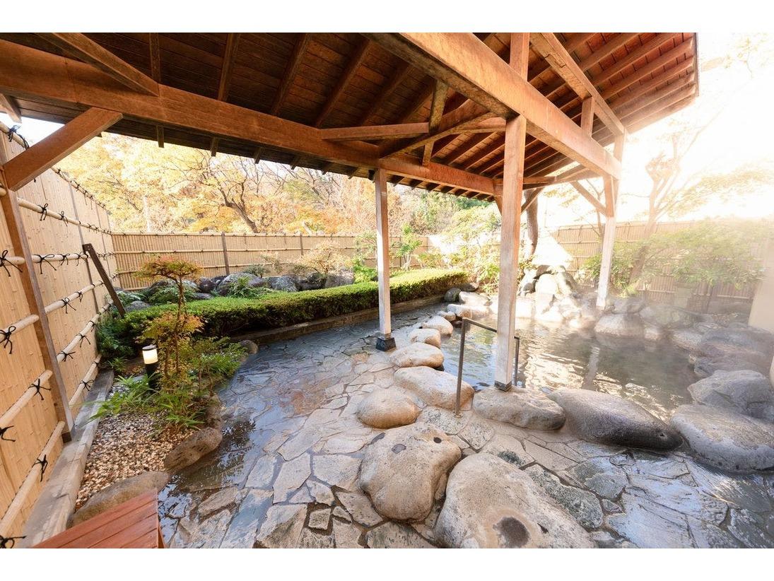 自家源泉100%の露天風呂。蔵王雄大な自然の中でゆったりとした時間をお過ごし頂けます。
