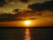 東シナ海を望む大パノラマに夕陽が沈んでいく光景。日常では味わえない時間をお過ごし下さい。