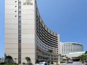 ロワジールスパタワー那覇ロワジールホテル那覇・ロワジールホテル那覇イースト3館が同敷地内に立地。