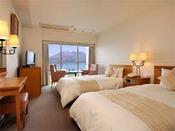 9階以上の高層階ツイン。広さは、21.7平方メートル。客室からは雄大な桜島がご覧いただけます。