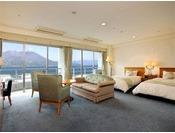 12階にあるデラックスツイン。44平方メートルのツインルームです。雄大な桜島を見ながら優雅な時間をお過ごしください。