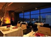 スカイレストランアンドラウンジ『L&R』地上80m、眼下に広がる街の表情を眺めながら楽しむランチやディナー。洗練された雰囲気が自慢のスタイリッシュな空間で、品格を備えながらも、フレンドリーなサービスをモットーとするレストラン&ラウンジです。