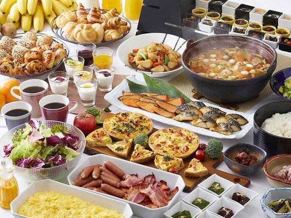 朝食は和洋織り交ぜたビュッフェスタイル