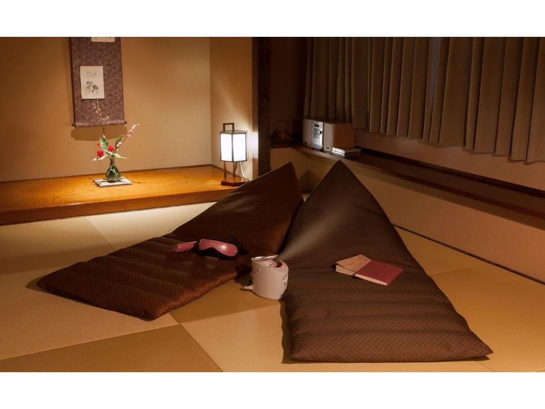 7階和洋室~ごろ寝クッション、アイマッサージャー、スチーマーは特別フロアのみ。