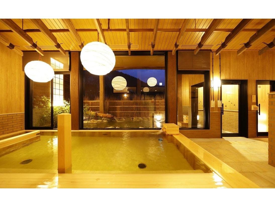 【大浴場】内湯(イメージ)照明など「和の癒し」を演出。