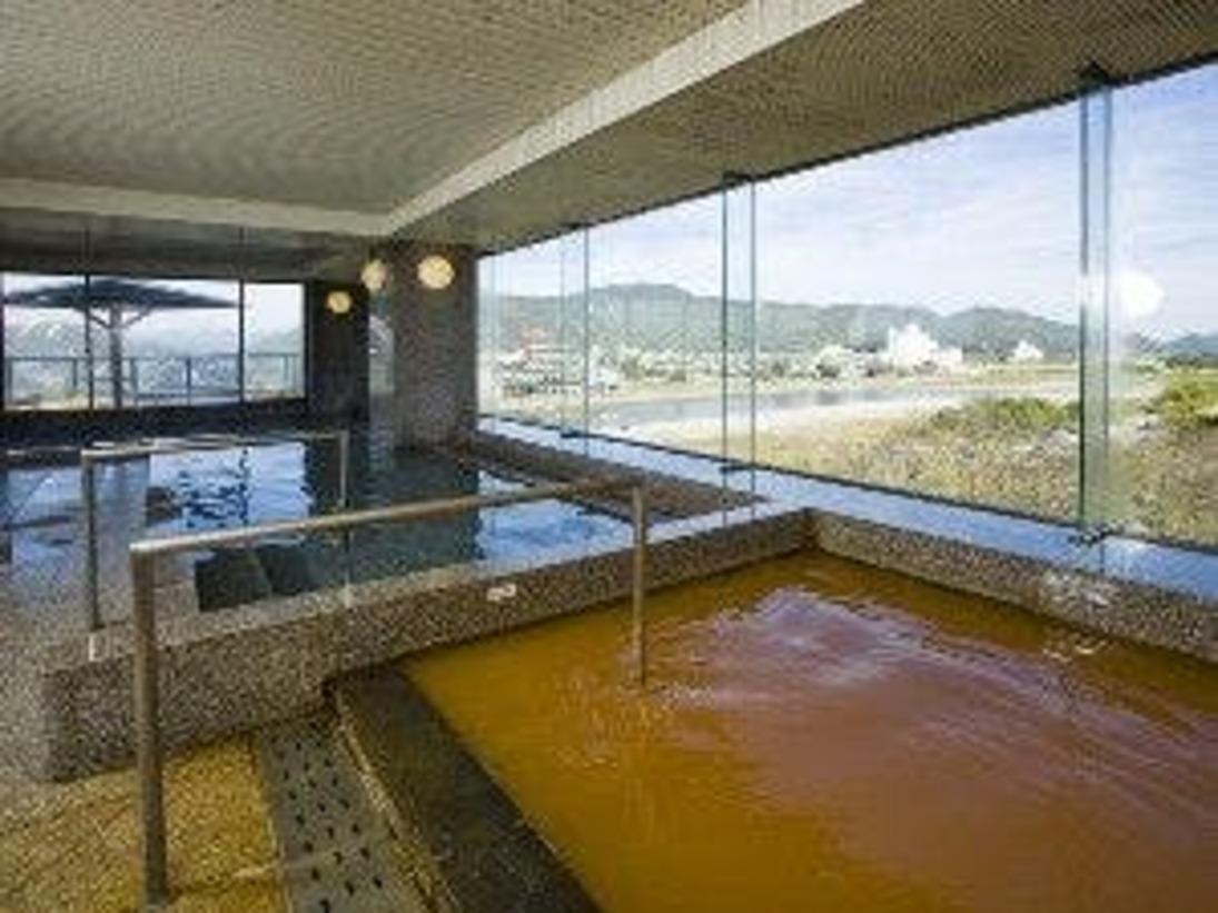 長良川一望の最上階 川の湯!外には 展望抜群の露天風呂が併設されております。朝陽を浴びながら、夜には、岐阜城のライトアップ、長良川の鵜飼など幻想的な景観をお楽しみいただけます。