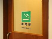 喫煙される場合は、喫煙所(7階、9階)を設置しておりますので、そちらをご利用下さいませ。