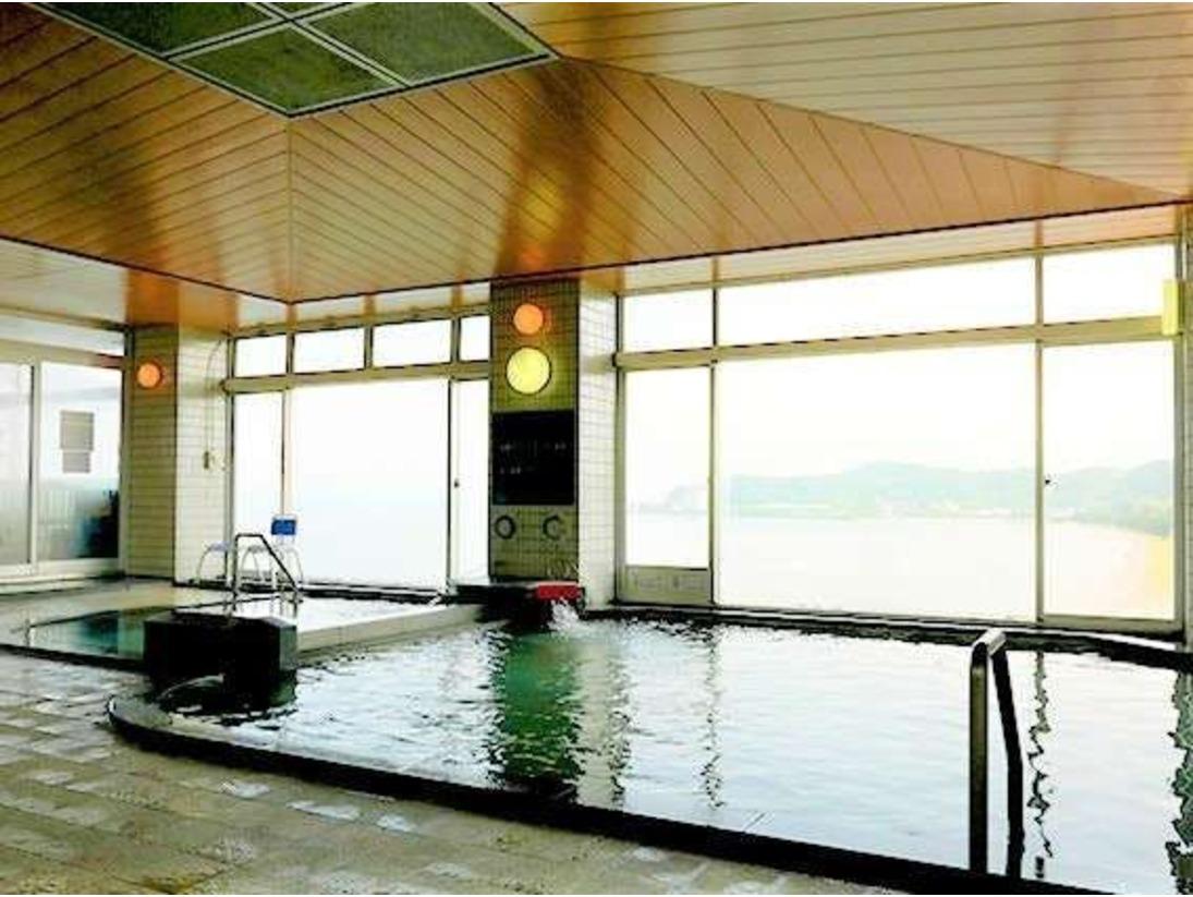 【展望大浴場】6階にある温泉大浴場は、ガラス張りの展望風呂