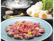 <伊賀牛しゃぶしゃぶ>柔らかくジューシーな伊賀牛を「しゃぶしゃぶ」で!ボリュームあるお肉をあっさりとお召し上がりいただける鍋料理です。