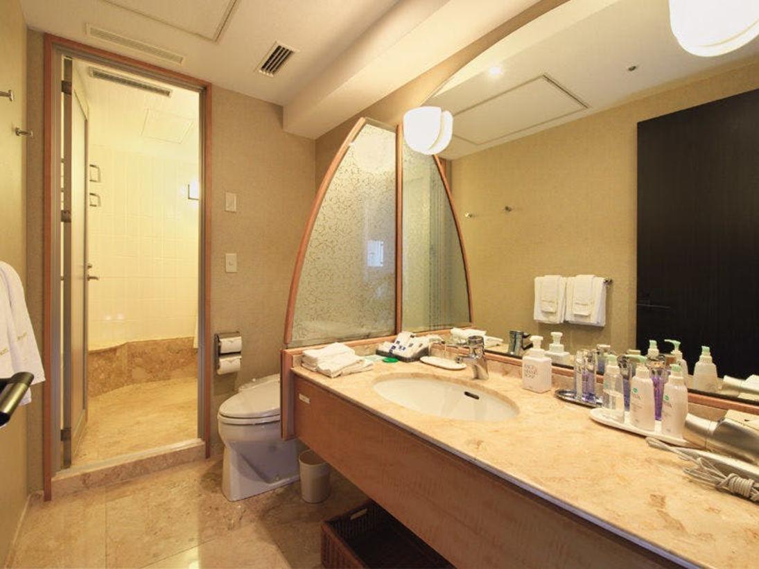 デラックスツインのバスルーム。トイレと別になっております。