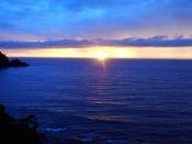 青い海と夕陽