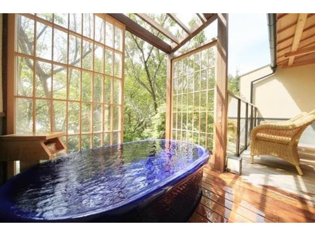 客室露天風呂 信楽焼き陶器の湯船