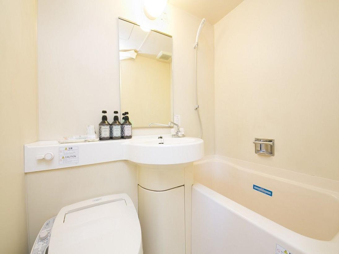【バスルーム】ウォッシュレット機能が付いたバスルーム。