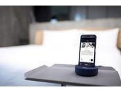 客室内スマートフォン「handy」を全室導入!チェックイン~チェックアウトまで、お客様のポータブルコンシェルジュとして旅をサポートします※イメージ
