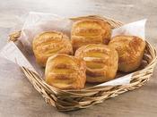 デニッシュクリームやチョコレートなどを使用し、甘いものを食べたい方やお子様に人気のパンをご用意しています。