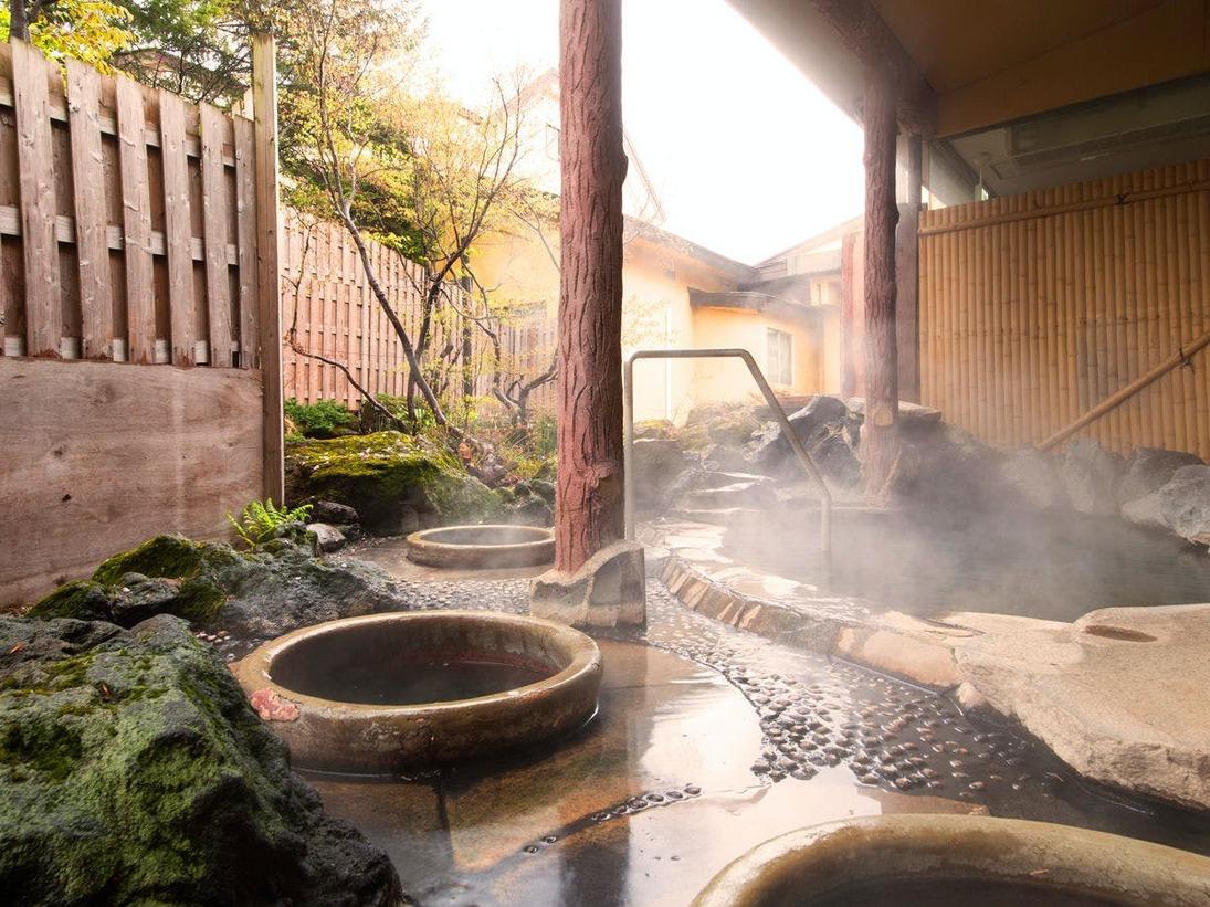 女湯露天風呂には壺風呂もございます。